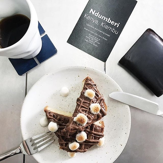 This would be perfect for a rainy day breakfast - pour over coffee and a decadent toasted marshmallow Nutella brioche.