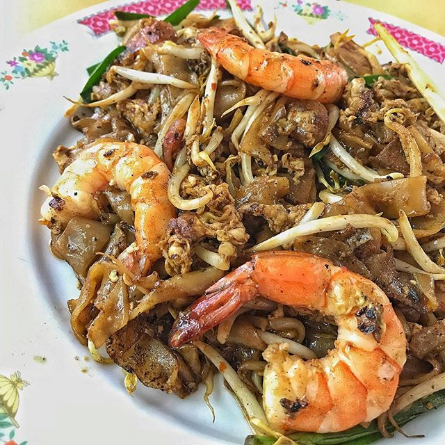 Dong Ji Char Kway Teow~ ~ Finally having one of my all time favourite local dishes at Old Airport Road.