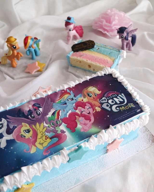 """Have a magical Christmas as @Swensen and @MyLittlePony collaborate to bring to you these iconic characters on a limited edition ice cream log cake, The Mane 6 ($58 for 1kg) • A picture of """"My Little Pony"""" across the top and adorned with delicate chocolate stars."""