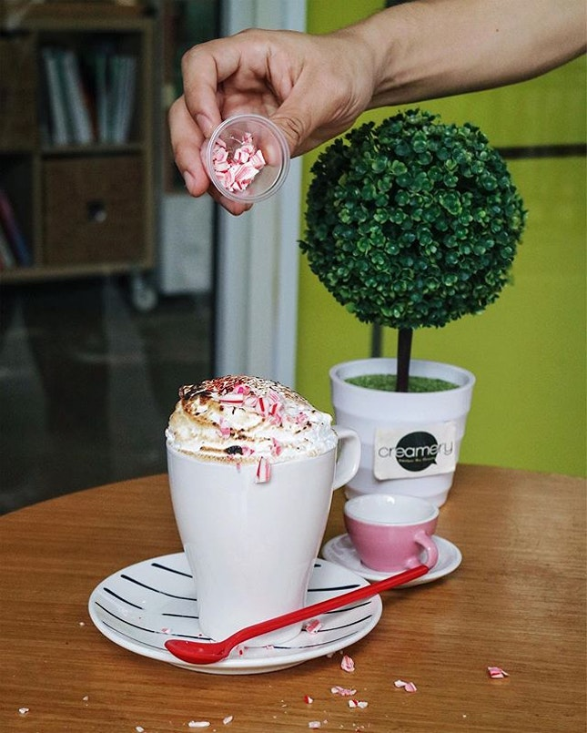 What's Christmas without hot chocolate...So am thrilled to hear that @creamery_sg has launched the exclusive Christmas drink, Fluffy Wonderland ($6.90).