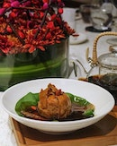 Herbal Chicken in Lotus Leaf aka 古法药材鸡球, is a dish which will appeal to all.