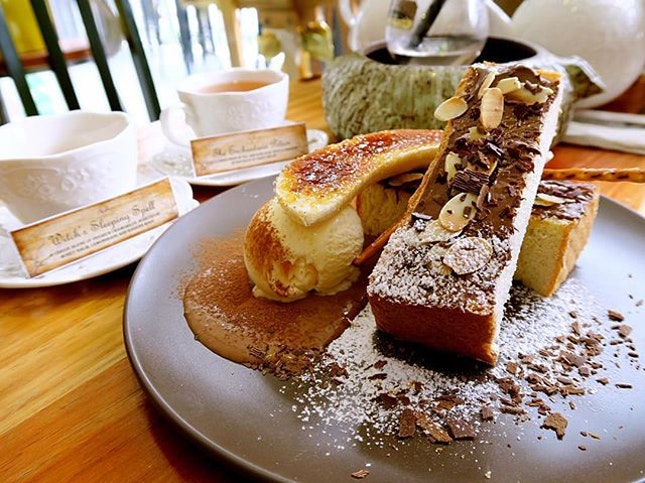 Choco-nana-tella Toast- $16.90 How bout some sweets on a Friday?