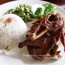 Finally on my 4th time to Bali I get to try the famous fried duck.