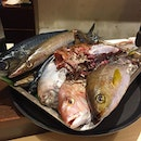 Choosing from the variety of fresh catch for today's set lunch!