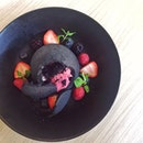 Charcoal with raspberry sorbet & choc mouse 🍴😋❤️ #bakar #dindins #dessertporn