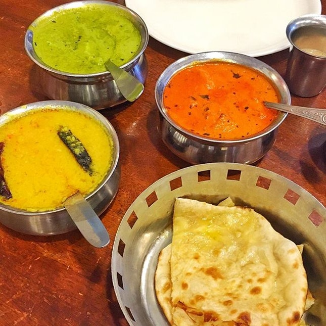#BurppleKL #IndianFoodHunt 🍴😋❤️ First stop yesterday was Anjappar, #bangsar Pretty colours but too bad, the chicken tikka masala was too salty and the dhal was watery & bland 😞