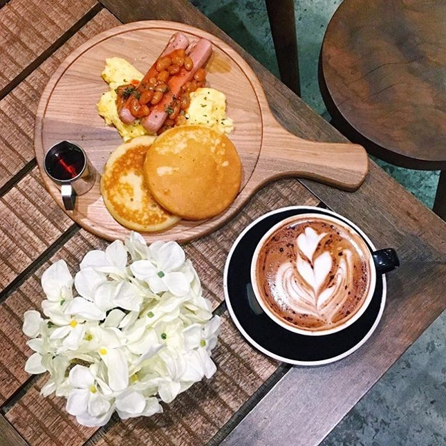 Breakfast for dinner 🍴☕️ #morcocoffee #dindins #lastnight