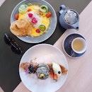 The perfect Sunday 🍳☕️ Japanese omelette & matcha hotcakes 😋👆🏻#theotherhalfcafe #ttdi #sundaybrunchday