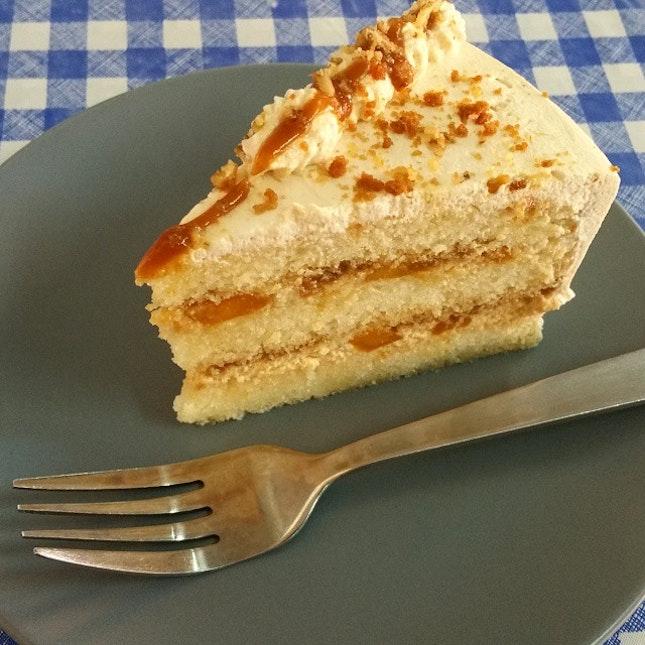 Salted caramel 🍮mango cake.