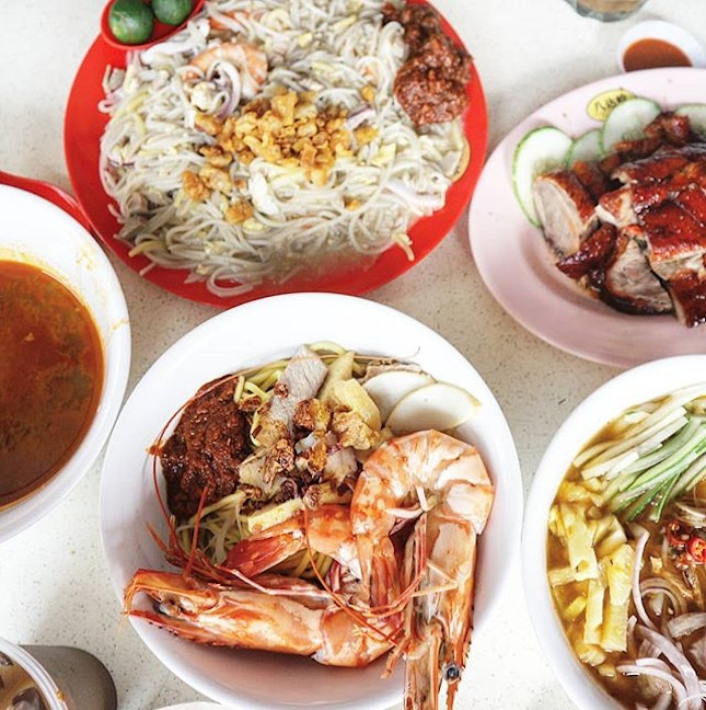 Hands up if you, like me, love love love local hawker delights.