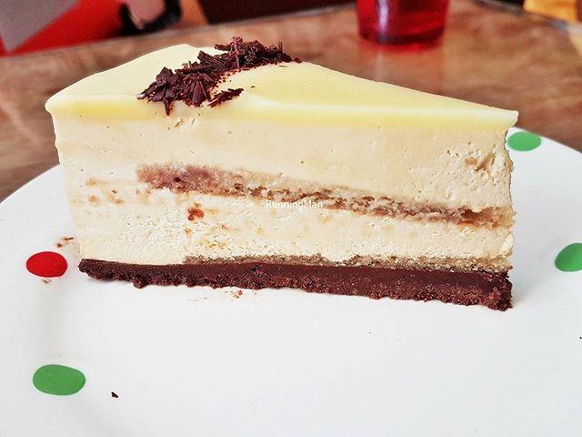 Earl Grey White Chocolate Mousse Cake (SGD $6) @ Wimbly Lu.