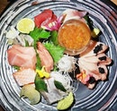 Chef's Selection Of Sashimi (SGD $120 for 2 pax) @ Cast Iron Restaurant.