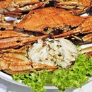 Live Flower Crab Baked With Rock Salt (SGD ~$6 per 100g) @ Famous Treasure.