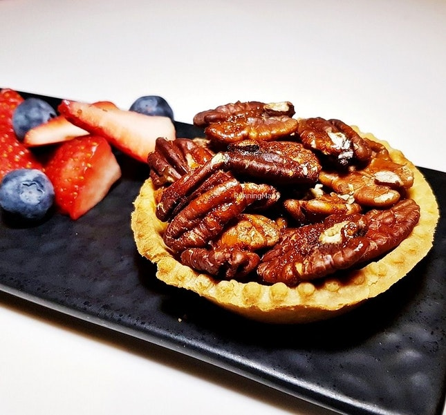 Pecan Pie (SGD $16) @ Cavemen Restaurant & Bar.