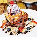 Duo-Flavoured Original & Chocolate Waffle (SGD $14.90) @ Brunches Cafe.