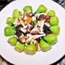 Assorted Mushrooms With Bok Choy (SGD $16.90) @ Goldleaf Restaurant.