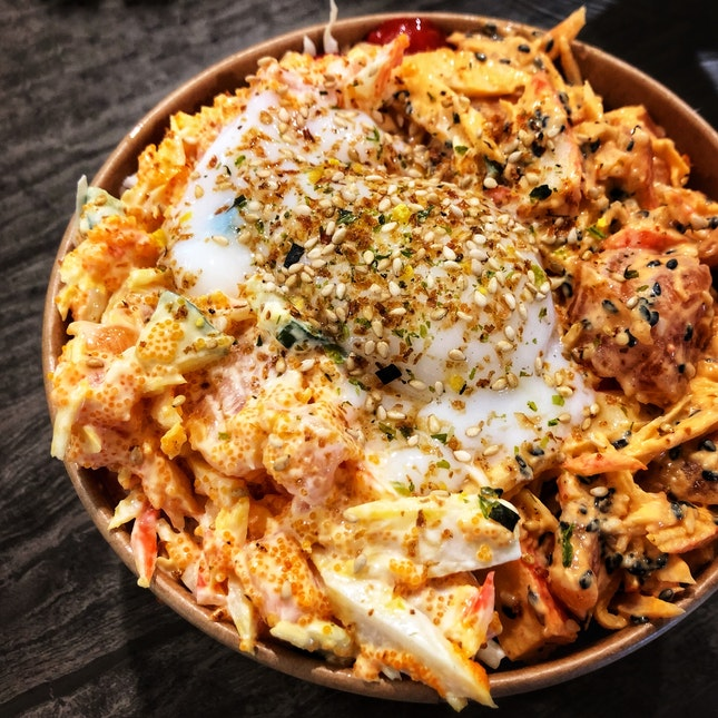 Overflowing Spicy Mayo Salmon & Onsen Egg ($14.90)