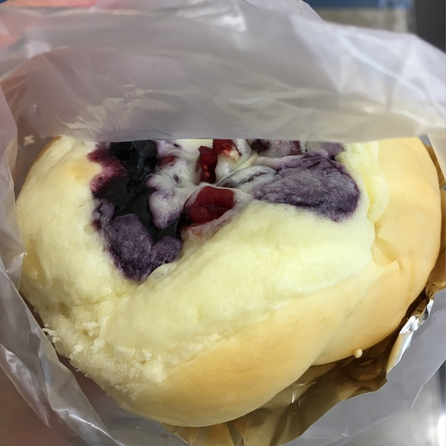 Mixberry Cheese Bun