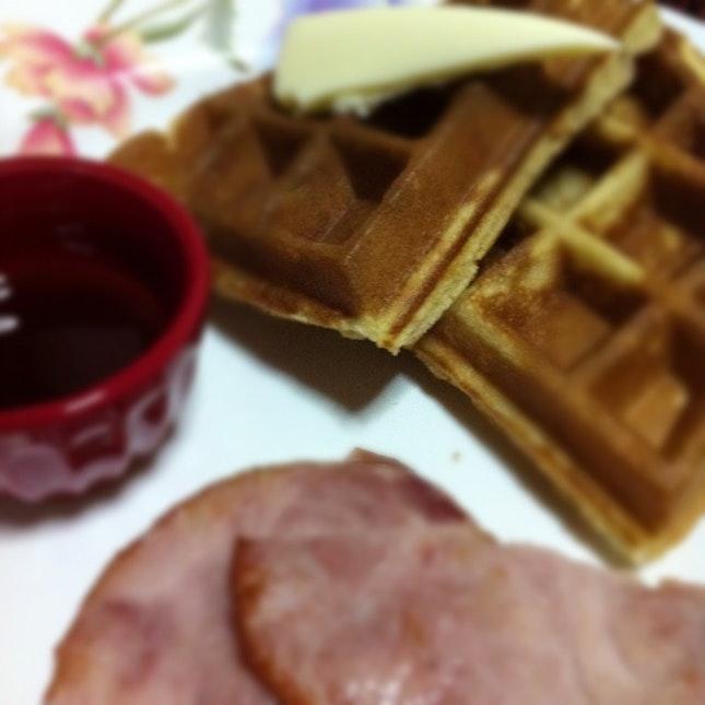 Cinnamon Waffle with Honey Baked Ham