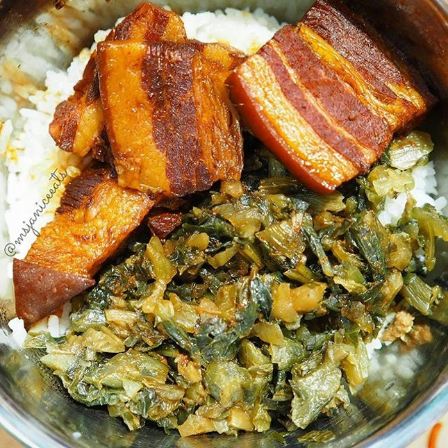 Preserved Vegetables Braised Pork Rice from Stall 22 盅仔蒸饭.