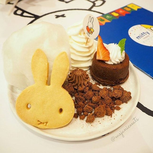 Bellylicious Belgium Chocolate Lava Cake (S$15.90) Hokkaido Soft Serve | Miffy Cookie | Cotton Candy | Chocolate Sablé 🐰 Totally enjoyed oohing and aahing over the super cute Miffy theme decor and food items.  I wonder which cutesy character will be featured next.  Personally, I hope that it will be My Melody or Little Twin Stars.