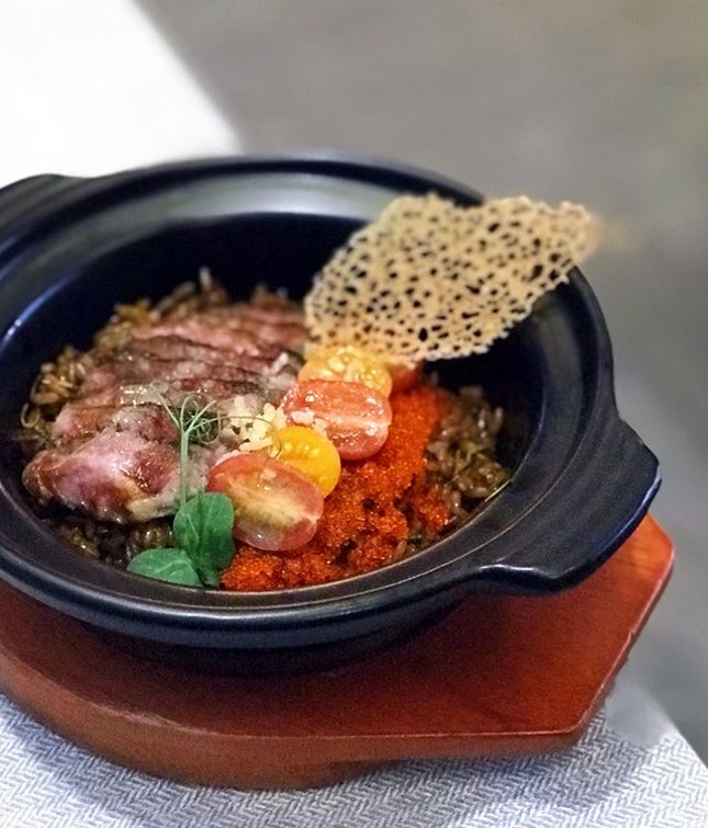 """The first thing that struck us about this Short ribs claypot rice was the smokiness in its umami rice, a great form of """"wok hei""""."""