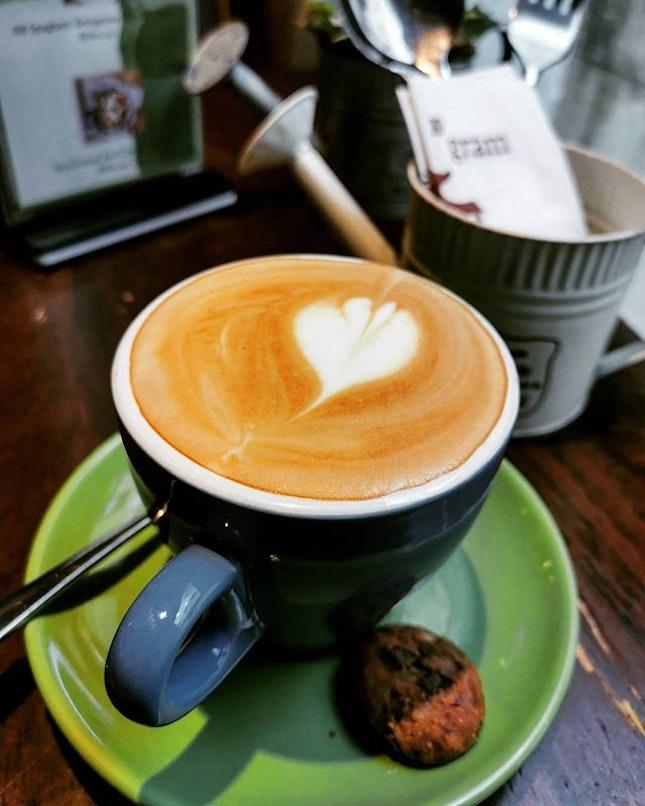 Is it just me or does coffee taste better on Friday 😛  #10gram #10gramcafe #tamarindsquare #cyberjaya #burpple #burpplekl #tgif