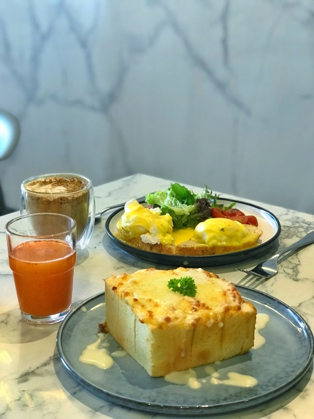 Egg Benedict And Cheese Toast
