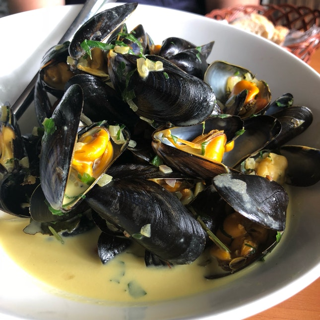 Bouchot Mussels in Saffron Cream