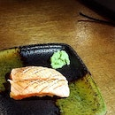 Ordered a few pieces of salmon aburi sushi (S$2.50 per price + $0.50 for torching).