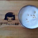 Sweet Potato Latte #latergram #missleecafe #bukchonhanokvillage #samcheongdong #seoulcafe #cafehunt #cafehopping #cafehoppingsg #cafehop #seoul #korea #travel #travelgram #holiday #igsg #sgig #instasg #sgfoodies #sgigfoodies #instatravel #foodphotography #foodstagram #burpple #openricesg #WendyinSeoul