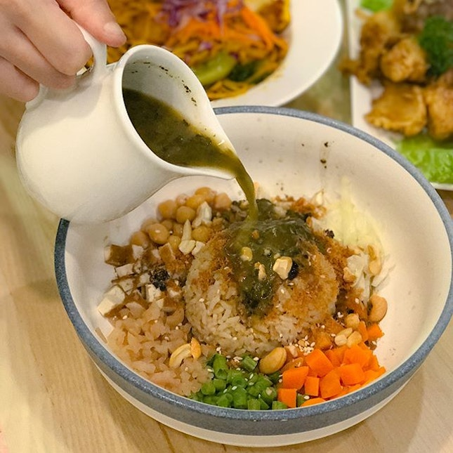 Signature Hakka Lei Cha [$12.90] Accompanied with a side of lei cha aka thunder tea soup, this dish comprises of brown rice with an assortment of fresh vegetables ranging from diced carrots, long beans, cabbage, turnips, chickpeas and not forgetting the essential protein- pan fried tofu cubes, as well as nuts for the added crunch.