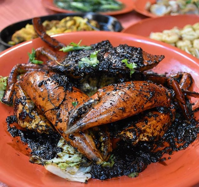 Black pepper crab [$60/1kg] Using Sri Lankan crabs, prices are judged according to weight with 2 flavours available : chilli crab and black pepper.