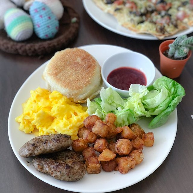SUPer breakfast [$15] Only available on weekends 9am-12pm (last order: 11.45am), this breakfast platter comes with your choice of bacon/sausage patty and scrambled eggs/sunny side up, served alongside English muffins, fruit jam, fried potatoes and butterhead lettuce.