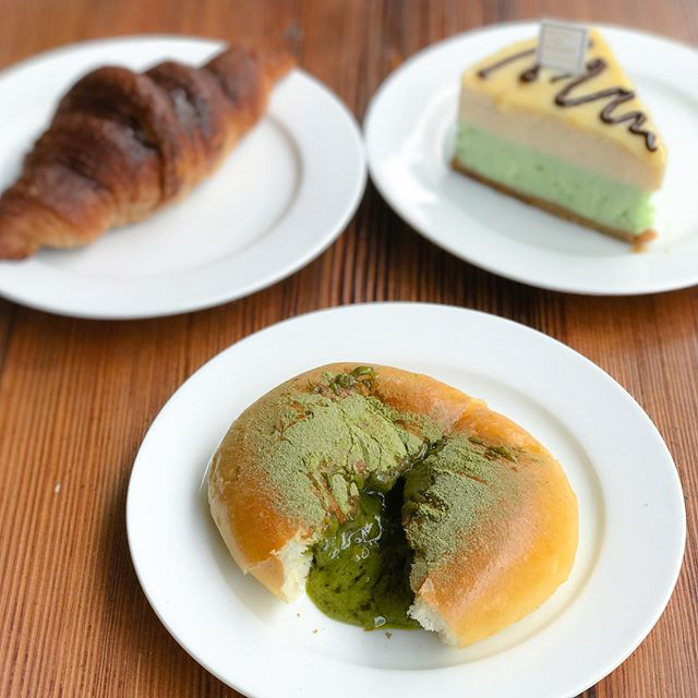 Cutie green egg bun [$2.80] A soft, fluffy sweet bun filled with matcha salted egg lava that oozes out gradually albeit progressively 💚.