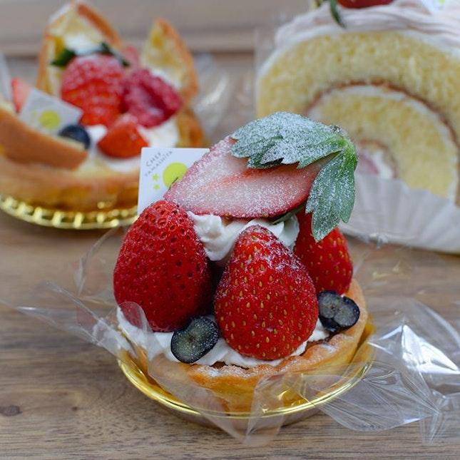 Strawberry almond tart 🍓.