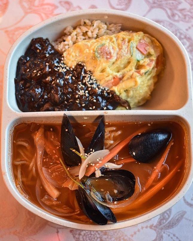 볶짬면 Fried rice + Jjamppong [7000KRW ~> $8.40] .