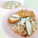 • 自制西刀鱼圆 Self-made Fishball at Stall 60 • Fishballs were so Q & Meatballs were so yum!!