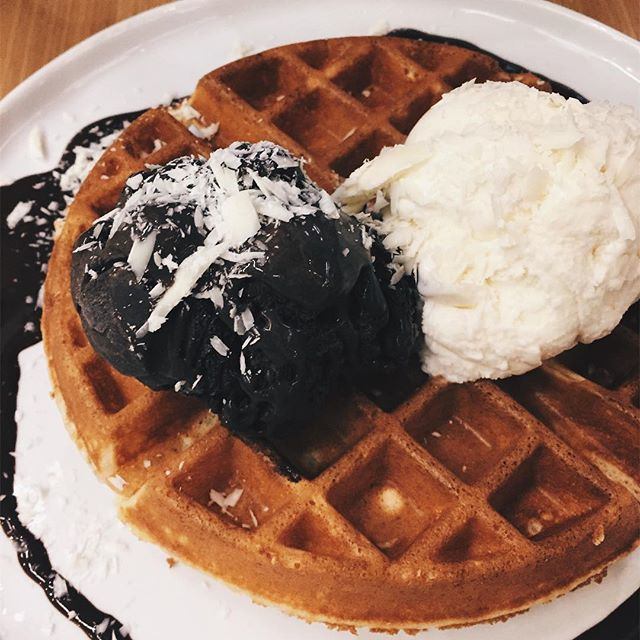Prized for its artisanal dark chocolate made with single origin cacao, the 80% dark chocolate ice cream that accompanied the fluffy waffles at the dark gallery was a true winner.