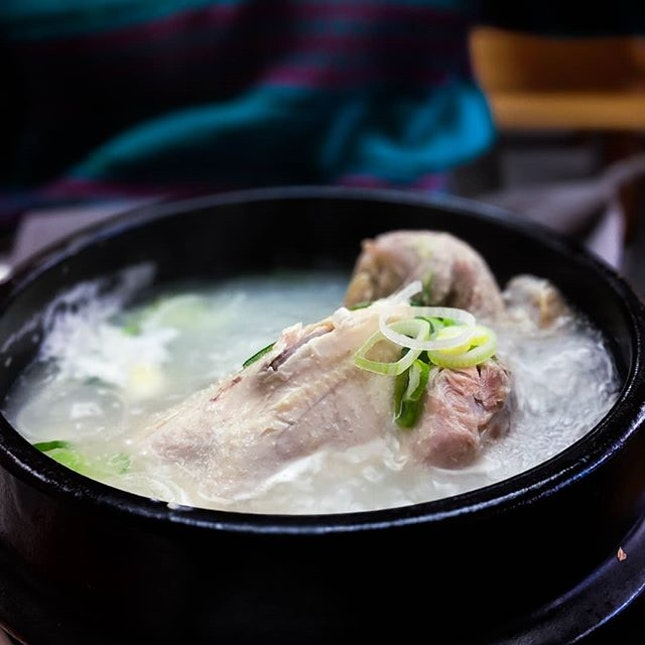 Being under the weather this entire week and there's nothing I want more than a bubbling stone bowl of samyetang.