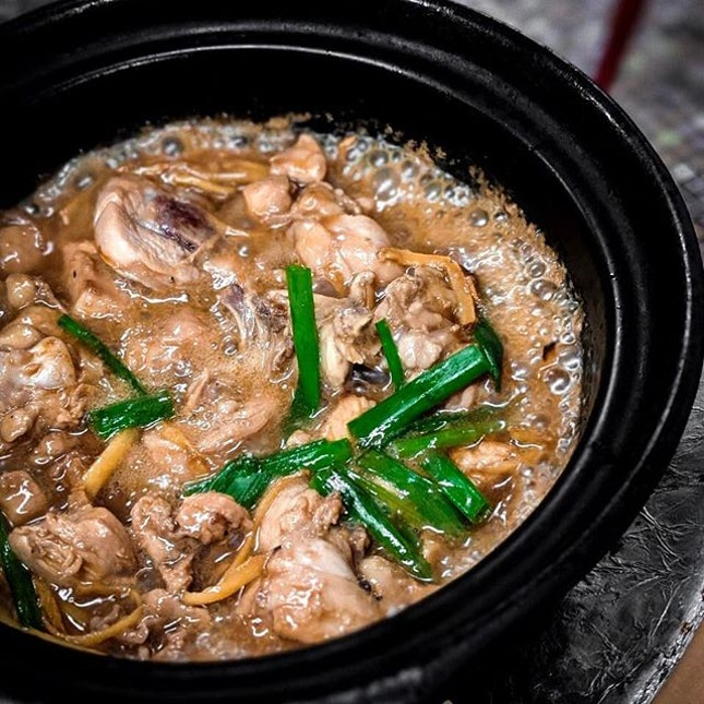 Woke up craving this ginger and wine chicken served still sizzling in a claypot.
