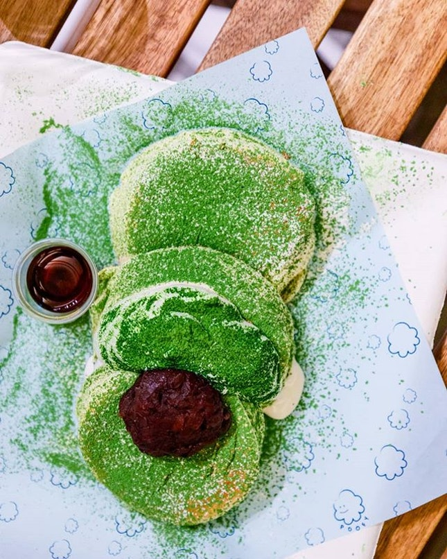 It's 1am here in Chicago and I can't help but think of the fluffy pancakes served up at @poofy_sg by @rizlabosg, housed within the @habitat_sg building.