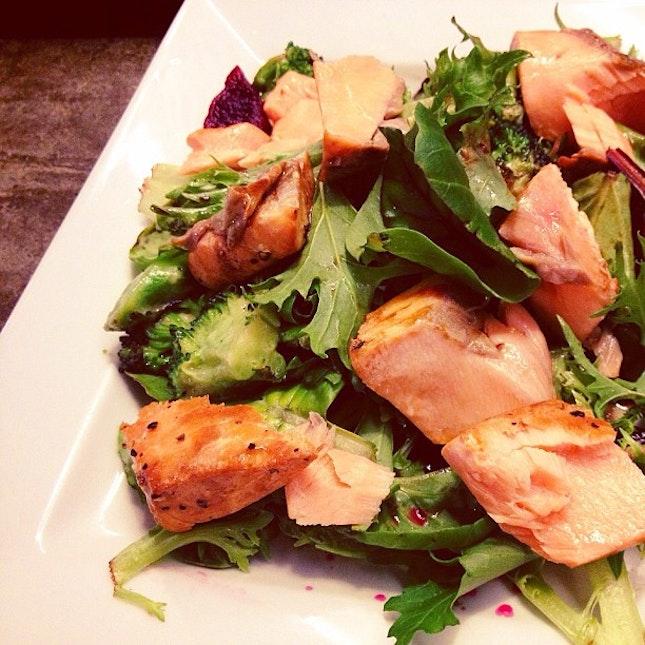 Smoked salmon & broccoli plate 😏 #food #foodporn #salad #healthy #eatclean #yummy
