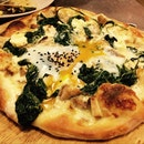 Spinach & Egg pizza