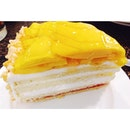 Eggless fresh mango cake