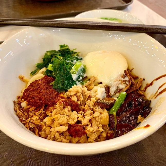 Malaysian's version of the Ban Mian noodles topped with stewed mushrooms, spinach, minced meat, fried ikan bilis (anchovies) and what looks like a sous vide egg.