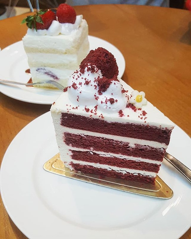 Red Velvet Cake ($6.20) was dry and crumbly, though the taste was decent.