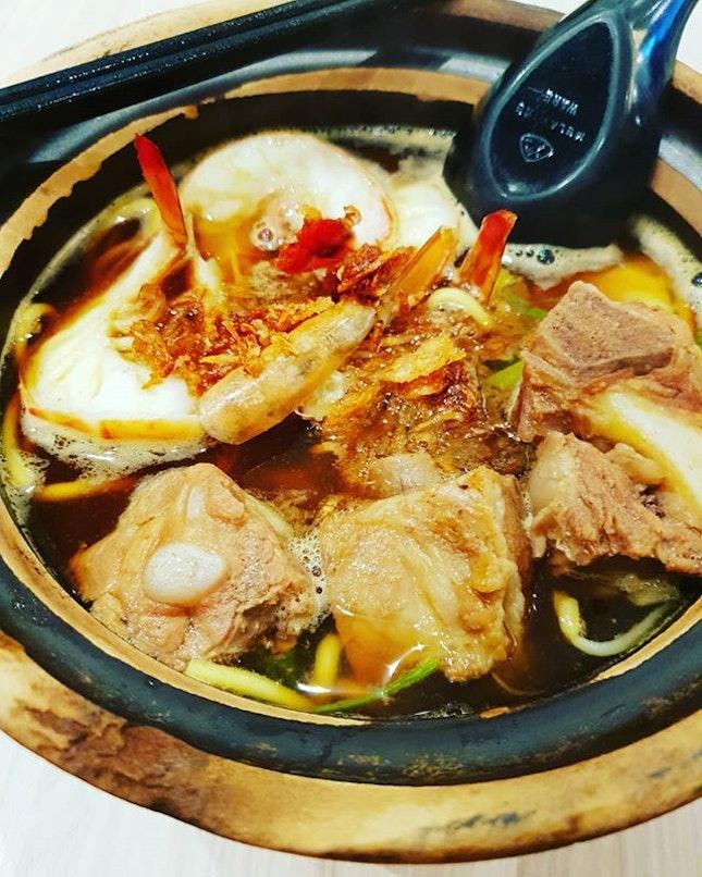 Geylang prawn and pork rib yellow noodle ~ located at changi T4 level 2 food emporium.