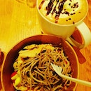 Roasted chicken and soba and the brand new duo cocoa mocha 👍🏾👍🏾👍🏾 carbs overload!
