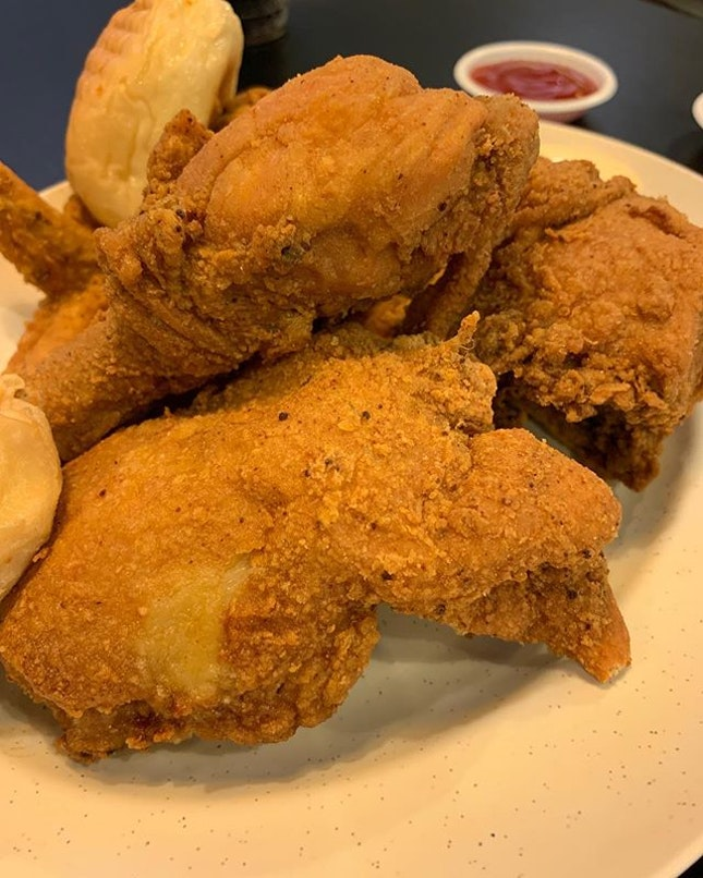 Chicken feast ~ crispy chicken and awesome finger licking.